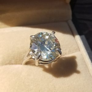 Jewelry - 10ct Moissanite Solitaire Sterling Silver 925 Ring